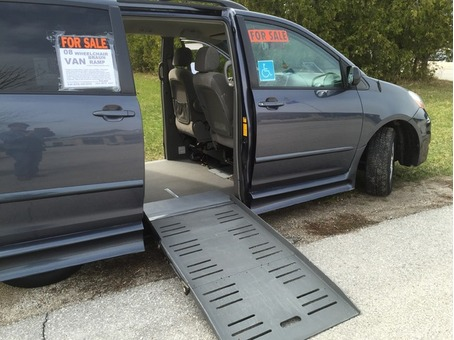 2008 Toyota Sienna LE sport   Wheelchair / Accessible